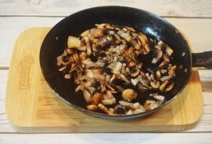 Куриная печень с грибами - фото шаг 2