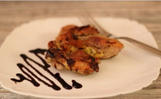 Курица с киви в духовке - фото шаг 3