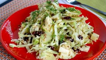 Простой салат из свежей капусты - фото шаг 6