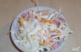 Салат из свежей капусты и копченой колбасы - фото шаг 7