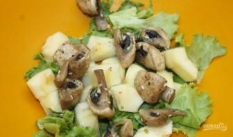 Салат из маринованных шампиньонов - фото шаг 2