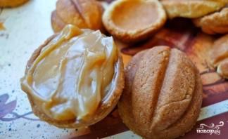Орешки с варёной сгущёнкой - фото шаг 9