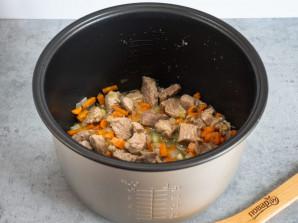 Капуста с мясом и картошкой в мультиварке - фото шаг 4