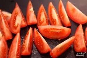 Греческий салат с семгой - фото шаг 3