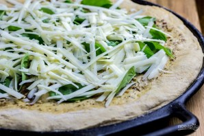 Сырная пицца с чесночным маслом - фото шаг 7