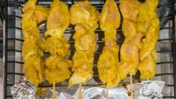 Куриный шашлык в пряном маринаде - фото шаг 7