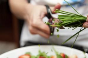 Салат с клубникой и рукколой - фото шаг 3
