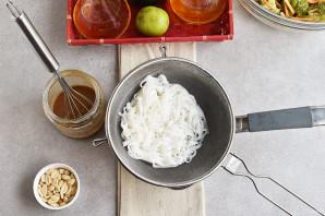 Салат с рисовой лапшой и овощами - фото шаг 4