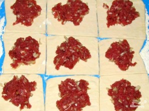 Пирожки из слоеного теста с фаршем - фото шаг 3