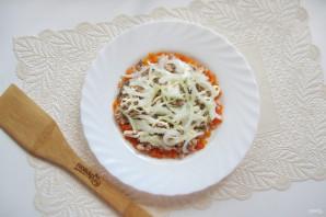 Салат с консервированной горбушей и грибами - фото шаг 5