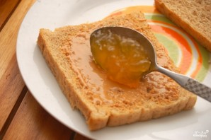 Бутерброд с арахисовым маслом - фото шаг 2