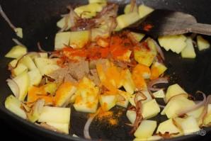 Жареная картошка с яйцом и луком - фото шаг 4
