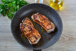 Мясо жареное крупным куском - фото шаг 4