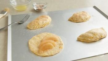 Сладкие пирожки в духовке - фото шаг 3