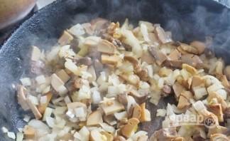 Мясо с грибами под соусом - фото шаг 4