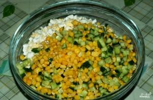 Салат из кукурузы и крабовых палочек - фото шаг 2