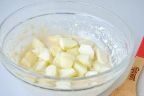 Шарлотка на молоке - фото шаг 5