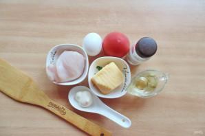 Салат с жареным яйцом и курицей - фото шаг 1