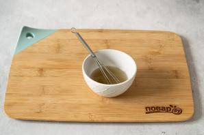 Салат с огурцом и капустой кольраби - фото шаг 5