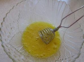 Блинчики на воде с яйцами - фото шаг 2