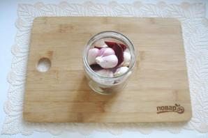 Маринованный чеснок со свеклой - фото шаг 6