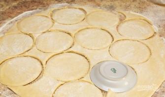 Пирожки с луком и яйцами - фото шаг 10