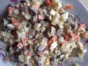 Салат из куриной печени с грибами - фото шаг 8