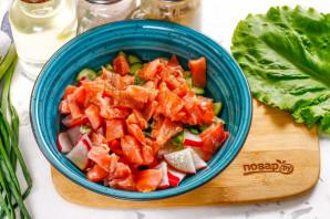 Салат с красной рыбой без майонеза - фото шаг 5
