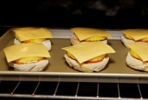 Бутерброды с ананасом и сыром - фото шаг 6