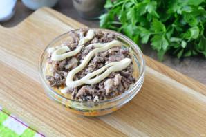 Салат с сайрой и грибами - фото шаг 11