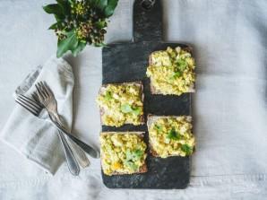 Яичный салат с авокадо - фото шаг 4