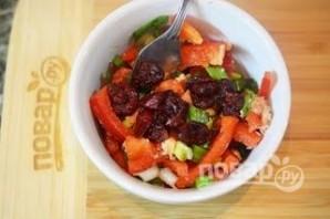 Салат из консервированного лосося  - фото шаг 6