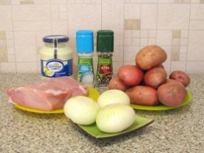 Мясо под майонезом в духовке - фото шаг 1