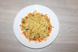 Салат с чипсами и корейской морковкой - фото шаг 5
