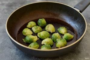 Салат с брюссельской капустой и стручковой фасолью - фото шаг 3