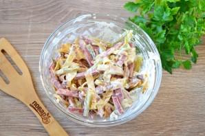 Салат с блинами и копченой колбасой - фото шаг 6