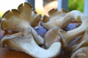 Жареные грибы с луком - фото шаг 1
