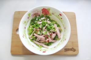 Салат с пекинской капустой и копченой курицей - фото шаг 5