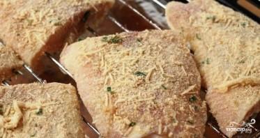 Филе рыбы в панировочных сухарях с пармезаном - фото шаг 6