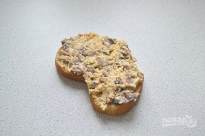 Горячие бутерброды с шампиньонами и сыром - фото шаг 7
