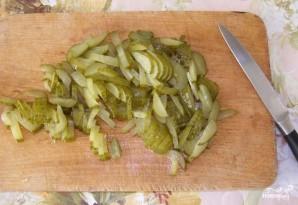 Куриный салат с солеными огурцами - фото шаг 2