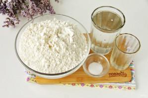 Тесто на манты без яиц - фото шаг 1