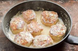 Куриные котлеты с кабачком в сливочном соусе - фото шаг 9