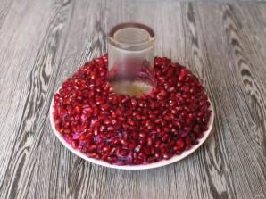"""Салат """"Гранатовый браслет"""" с черносливом и грецким орехом - фото шаг 9"""