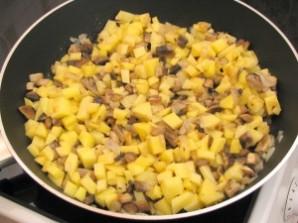 Утка, фаршированная грибами и картофелем - фото шаг 7