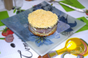 Слоеный салат с селедкой - фото шаг 12