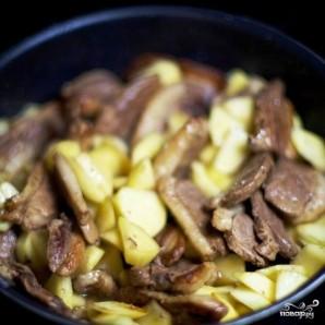 Тушеное мясо утки с яблоками - фото шаг 9