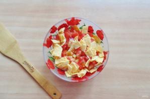 Салат с жареным яйцом и курицей - фото шаг 6