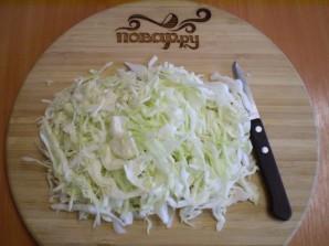 Тушеная капуста в мультиварке с картошкой - фото шаг 2