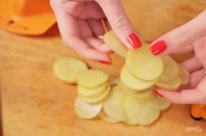 Картофельные чипсы в микроволновке без масла - фото шаг 1